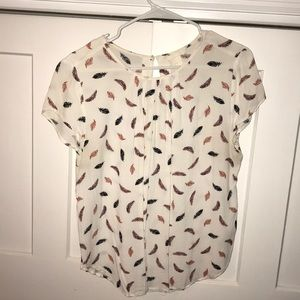 Cute T shirt with Feather print perfect for fall !